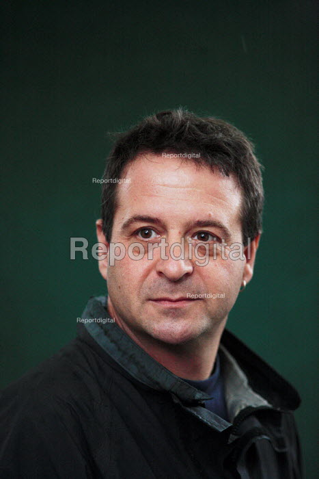Writer and comedian Mark Thomas poses for pictures during the Edinburgh Book Festival. - Gerry McCann - 2006-08-13