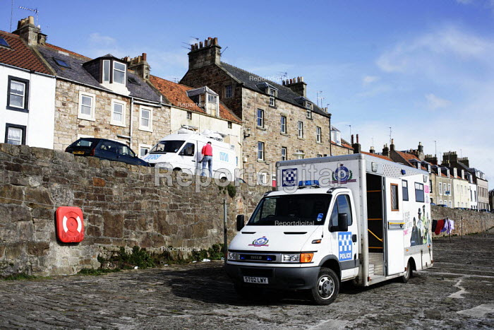 Cellardyke in Fife, where the dead bird found to be carrying Bird Flu was discovered. Police incident van - Gerry McCann - 2006-04-08