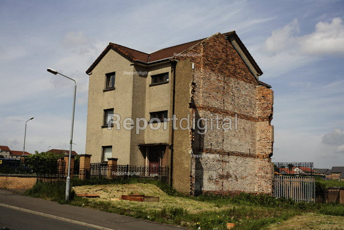 Social housing in Glasgow, currently owned and run by the GHA or Glasgow Housing Association. This is in Garthamlock and is about to be demolished and replaced by modern housing. - Gerry McCann - 2006-06-06