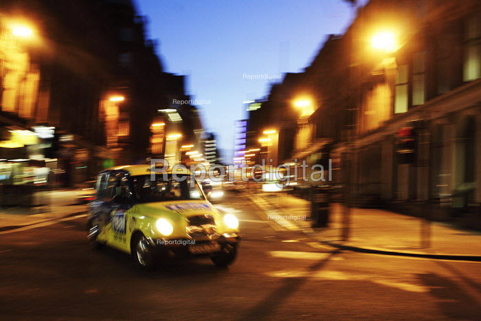 Taxis at night in Glasgow city centre. - Gerry McCann - 2006-06-07