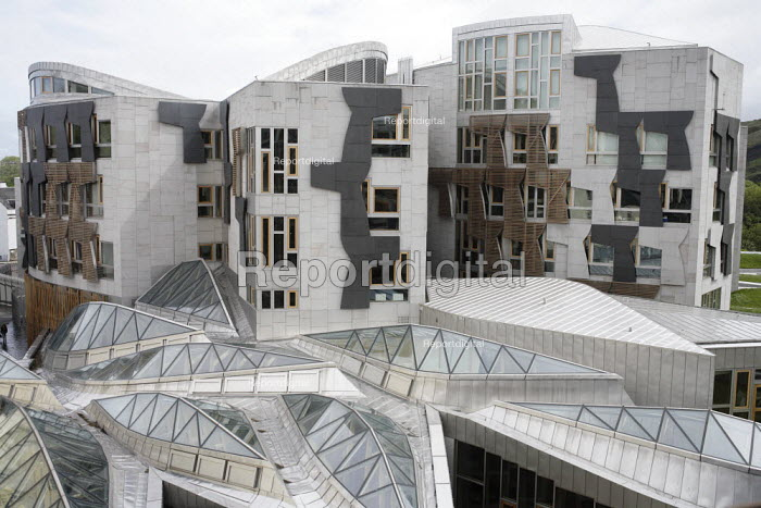 Part of the roof the Scottish Parliament which abbuts onto ancient buildings in the Royal Mile. - Gerry McCann - 2006-05-24