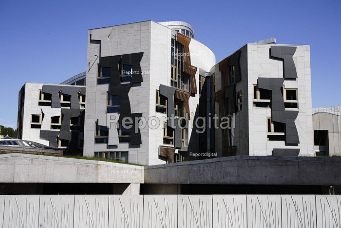 A view of the Scottish Parliament as seen from the Dynamic Earth complex. - Gerry McCann - 2006-06-03