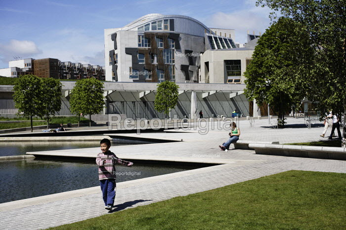 The entrance to the Scottish Parliament building, at the bottom of Edinburgh's Royal Mile. - Gerry McCann - 2006-06-03