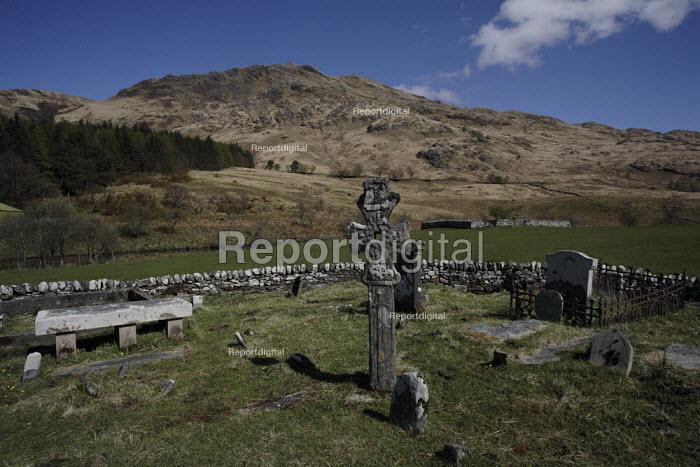 Celtic cross tells of centuries of habitation, cemetery near Inverie on the Knoydart Peninsula, Scotland - Gerry McCann - 2006-05-04
