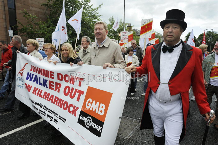 Len McCluskey Unite TGWU (2nd from right) as twenty thousand people marched through Kilmarnock, Scotland, to protest at the threatened loss of 900 jobs at the Johnnie Walker whisky plant in the town owned by Diageo. - Gerry McCann - 2009-07-27