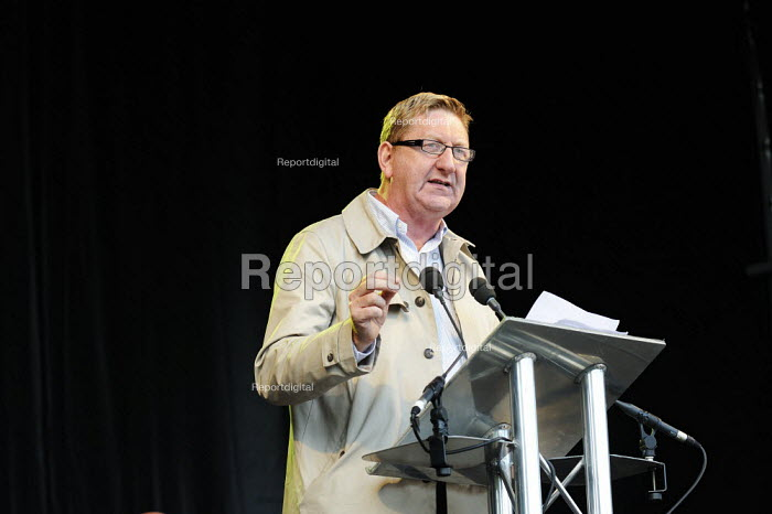 Twenty thousand people marched through Kilmarnock, Scotland, to protest at the threatened loss of 900 jobs at the Johnnie Walker whisky plant in the town owned by Diageo. At a rally they were addressed by Len McCluskey UNITE TGWU. - Gerry McCann - 2009-07-27