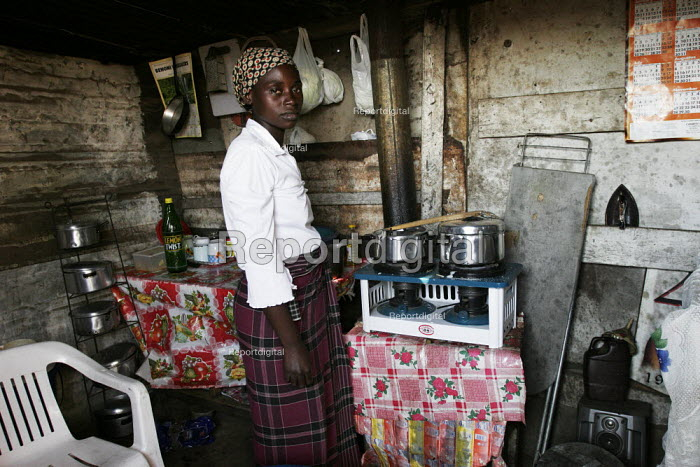 A woman cooking on a rudimentary stove, in a shanty area in Johannesburg. - Gerry McCann - 2005-04-24