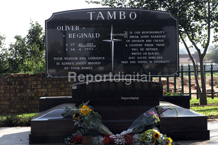 The grave of Oliver Tambo, hero of the African National Congress (ANC) in Wattville Township near Johannesburg. - Gerry McCann - 2005-04-24