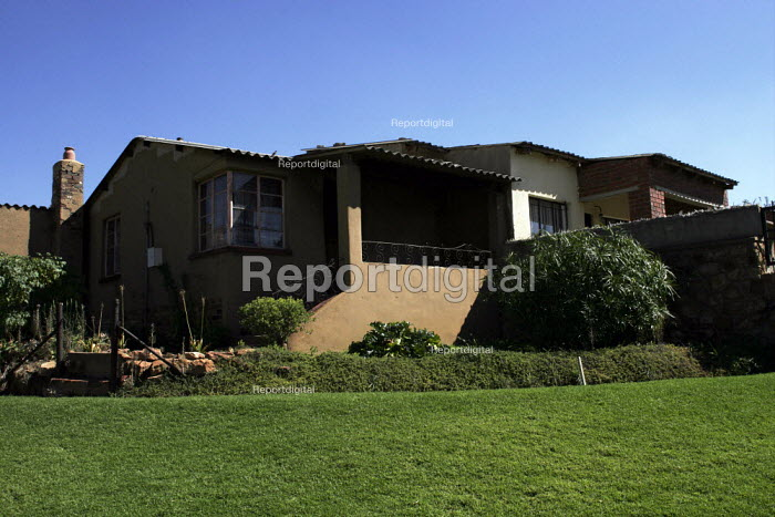 A house owned by a wealthy family, on the suburb of Johannesburg. - Gerry McCann - 2005-05-08