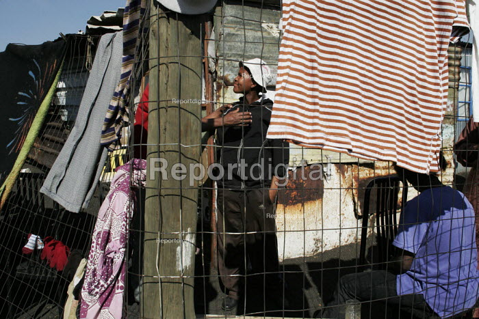 Residents greeting each other, in a shanty area in Johannesburg. - Gerry McCann - 2005-05-08