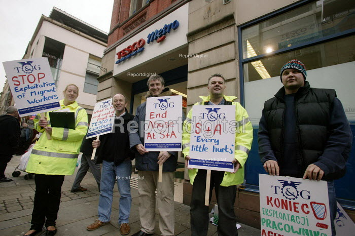 Migrant workers, many Polish, and TGWU members, protest outside Tesco Metro in Manchester, alleging exploitation by one of the supermarket's fruit suppliers, S&A Produce - Paul Herrmann - 2006-10-31