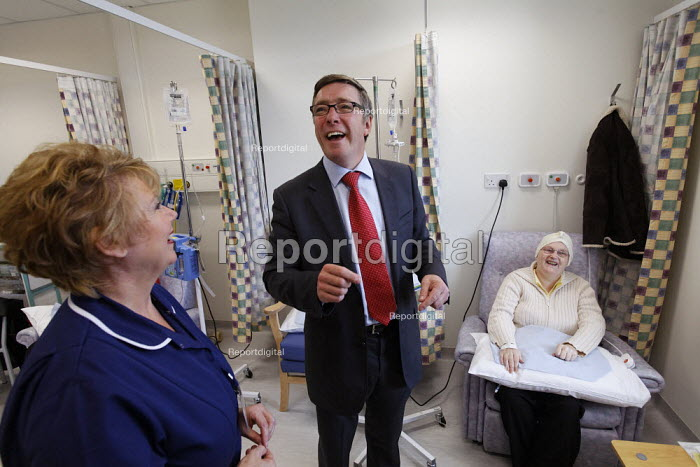 Health Minister Phil Hope MP has a laugh with a nurse and a patient as he opens St Helens Hospital, Merseyside, the 100th hospital scheme built under the 2000 NHS Plan. - Paul Herrmann - 2008-10-22