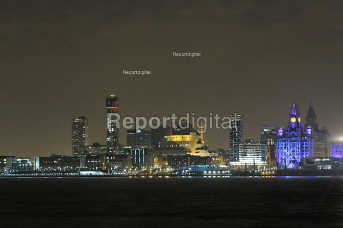 Skyline and waterfront of Liverpool, UK, at night. - Paul Herrmann - 2009-01-10