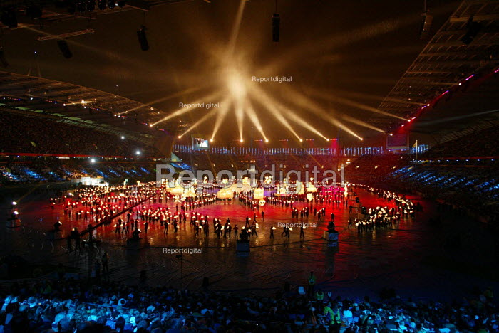 Commonwealth Games closing ceremony, Manchester. Lanterns representing a diversity religion and culture are carried round the stadium. - Paul Herrmann - 2002-08-04