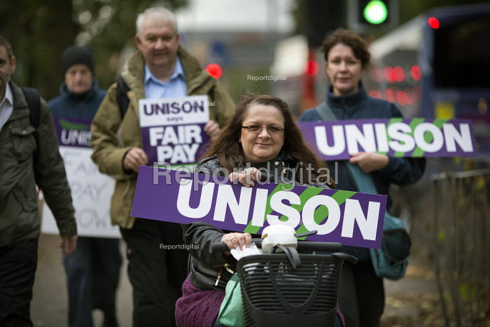 NHS workers including these from Unison on a picket as they take strike action for fair pay, Manchester Royal Infirmary. - Paul Herrmann - 2014-10-13