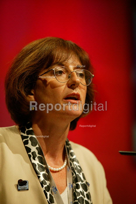 Diana Holland Labour Party delegate speaking at TUC Congress 2003 - John Harris - 2003-09-08