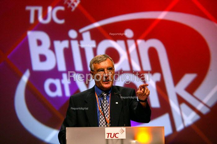 Tony Woodley TGWU speaking at TUC Congress 2003 - John Harris - 2003-09-08