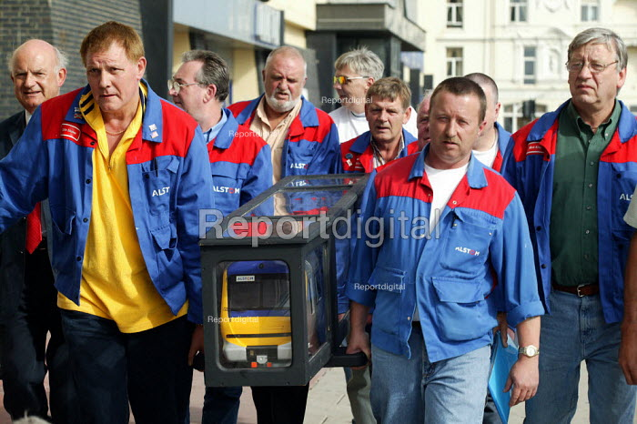Roger Lyons MSF with Alstom workers protesting at job losses at the Washwood Heath. TUC Congress 2003 - John Harris - 2003-09-08
