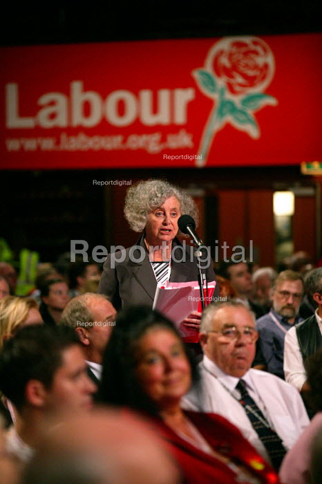 Delegate in debate, Labour Party Conference 2004 - John Harris - 2004-09-27