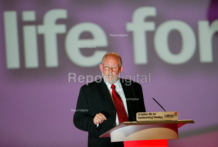 Charles Clarke MP speaking at Labour Party Conference 2004 - John Harris - 2004-09-29