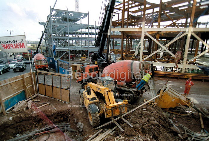 Construction workers, Concrete mixer lorry delivering, redevelopment of the Bull Ring, city centre Birmingham. - John Harris - 2001-10-18