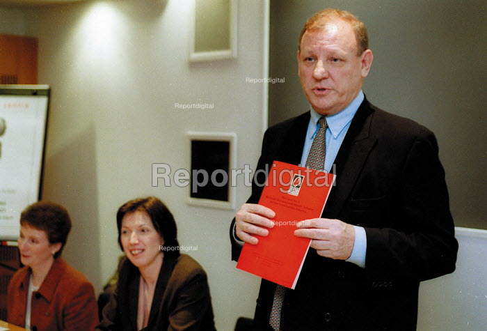 George Brunwell Gen Sec UCATT speaking at the launch of The Case for a National Occupational Health Scheme for the Construction Industry. - John Harris - 2001-12-06