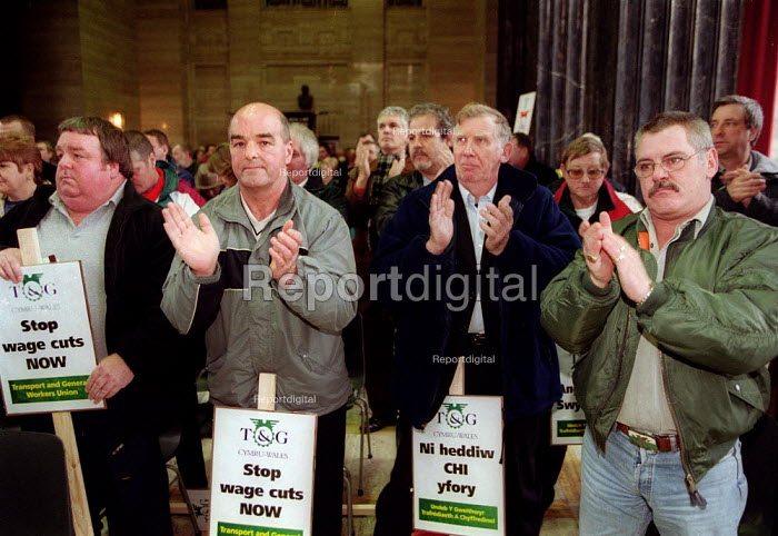 Rally in support of the 87 workers sacked by Friction Dynamex organised by the TGWU to show solidarity and to highlight the need to reform the 1999 Employment Relations Act. Cardiff South Wales. - John Harris - 2002-02-03
