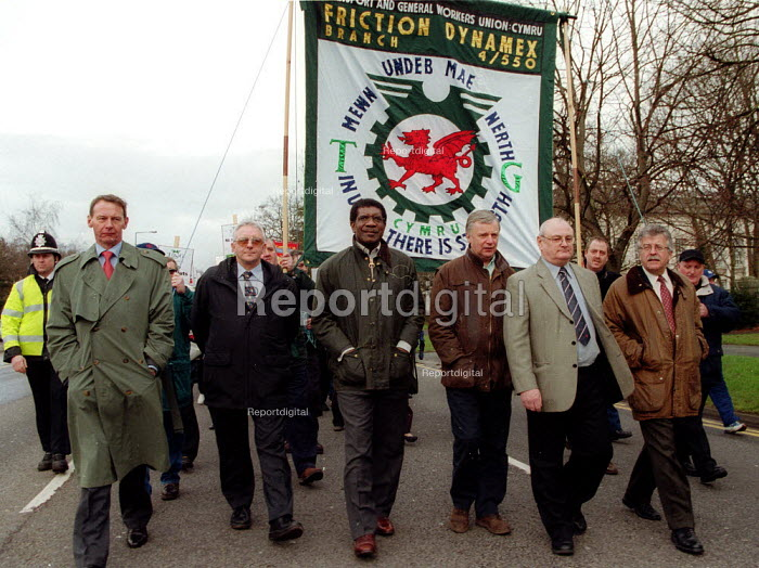 Bill Morris TGWU on march in support of the 87 workers sacked by Friction Dynamex organised by the TGWU to show solidarity and to highlight the need to reform the 1999 Employment Relations Act. Cardiff South Wales. - John Harris - 2002-02-03