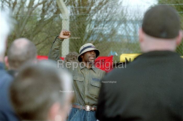Anti deportation protest at Yarls Wood Detention Centre. Bedfordshire - John Harris - 2002-03-30