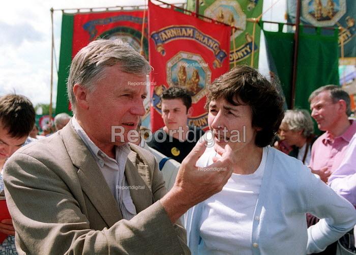 John Monks TUC and Estelle Morris MP Tolpuddle Martyr's Festival Dorset. - John Harris - 2002-07-21