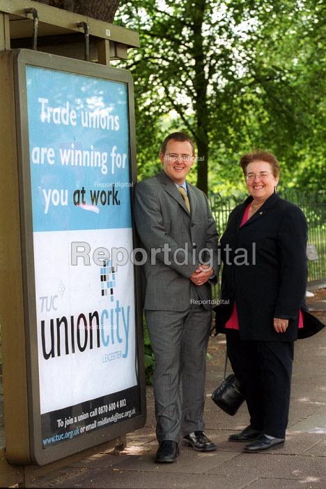 Paul Nowak TUC new unionism organiser Christine Wood, Midland Region TUC Union City advertisement. Leicester - John Harris - 2002-07-24