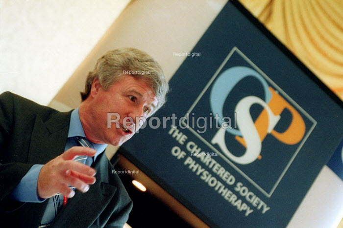 Phil Gray CSP speaking at CSP and RCM fringe meeting.  Labour Party conference 2002 - John Harris - 2002-09-25