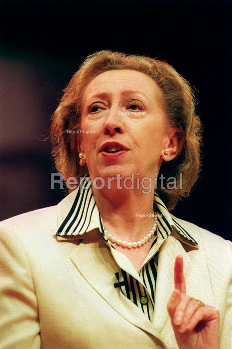 Margaret Beckett MP speaking at Labour Party conference 2002 - John Harris - 2002-09-30