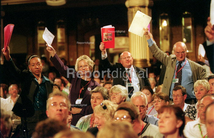 MP's trying to debate war on Iraq. Labour Party conference 2002 - John Harris - 2002-10-02