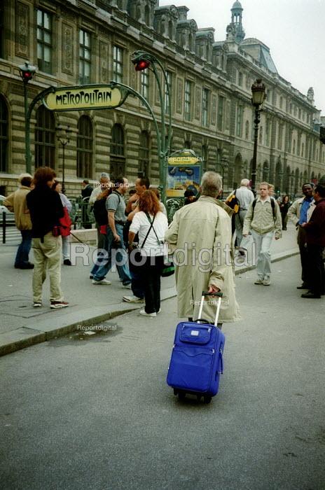 Tourists in Paris France. - John Harris - 2003-02-11