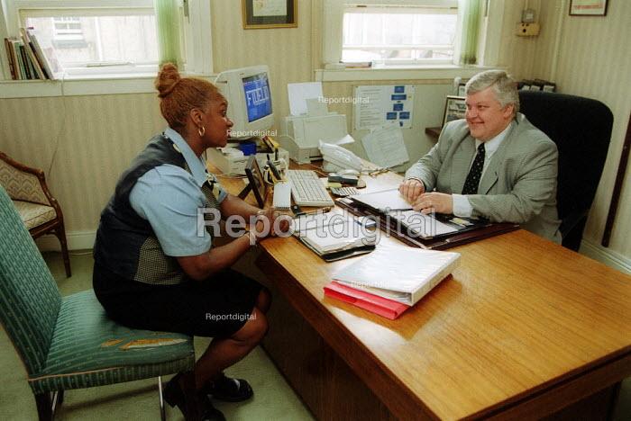 Grand hotel Birmingham. GMB Shop steward meeting the hotel manager. - John Harris - 2002-11-02