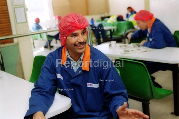Works convener recruiting worker in the canteen. British Bakeries, Birmingham - John Harris - 2002-08-27