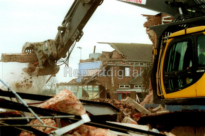Mechanical diggers as the previous High School is demolished. The land will be used for housing. Stratford on Avon - John Harris - 2003-03-02