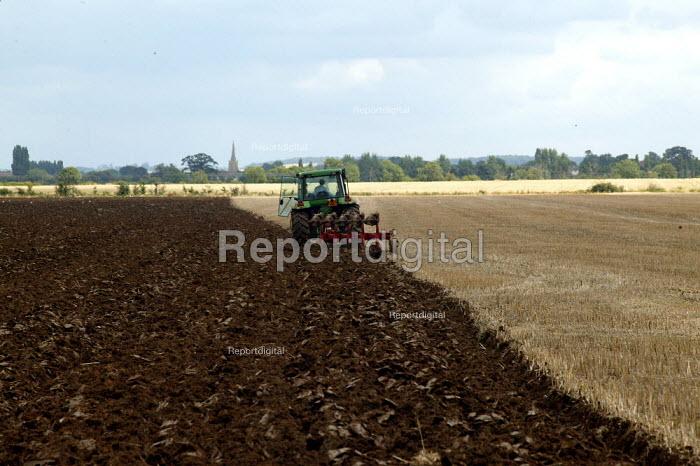 Landworker plouging a field of stubble. Warwickshire. - John Harris - 2003-07-31