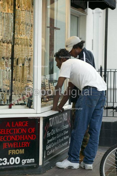 Shopping for jewellery in the Jewellery Quarter Birmingham. - John Harris - 2003-06-02