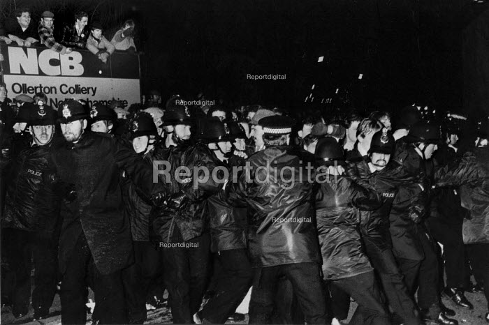 Police struggle with a mass picket. Miners strike, Ollerton Colliery, Nottinghamshire. - John Harris - 1984-04-26