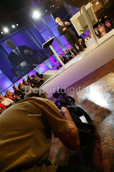 TV cameraman filming Iain Duncan Smith leaders speech Conservative Party Conference 2003 - John Harris - 2003-10-09