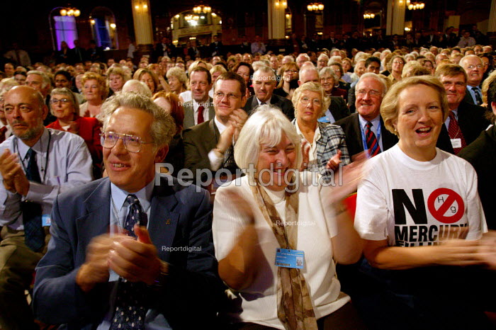Audience applauding, Conservative Party Conference 2003 - John Harris - 2003-10-09