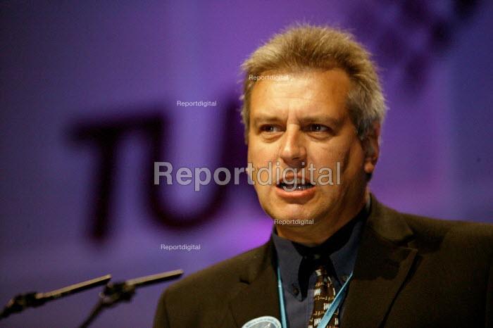 Graeme Henderson Prospect, speaking at TUC Congress 2003 - John Harris - 2003-09-11
