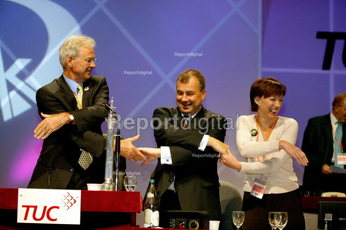 Nigel de Gruchy NASUWT Brendan Barber TUC and Frances O'Grady Joining hands for Auld Lang Syne at the end of the TUC Congress 2003 - John Harris - 2003-09-11