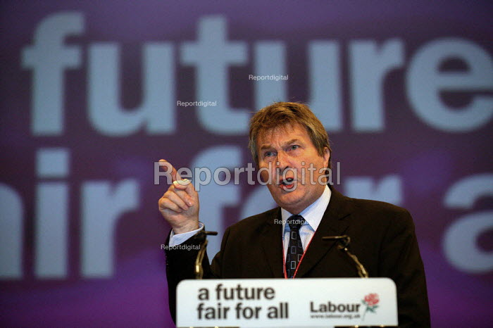 Derek Simpson Amicus speaking at Labour Party Conference 2003 - John Harris - 2003-09-29