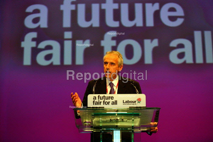 Kevin Curran GMB speaking at Labour Party Conference 2003 - John Harris - 2003-09-29