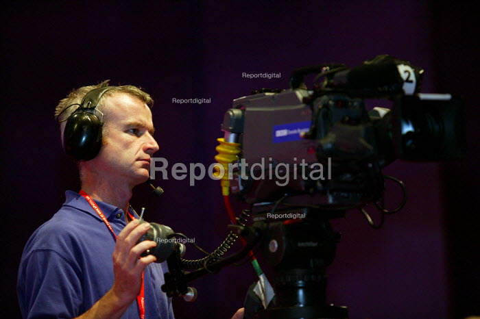 TV cameraman filming Labour Party Conference 2003 - John Harris - 2003-09-29