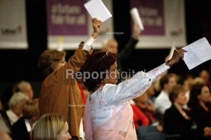 Delegate trying to get to speak at Labour Party Conference 2003 - John Harris - 2003-10-01