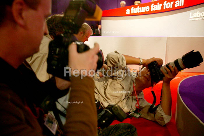 Photographers at work at the Labour Party conference 2003 - John Harris - 2003-10-02